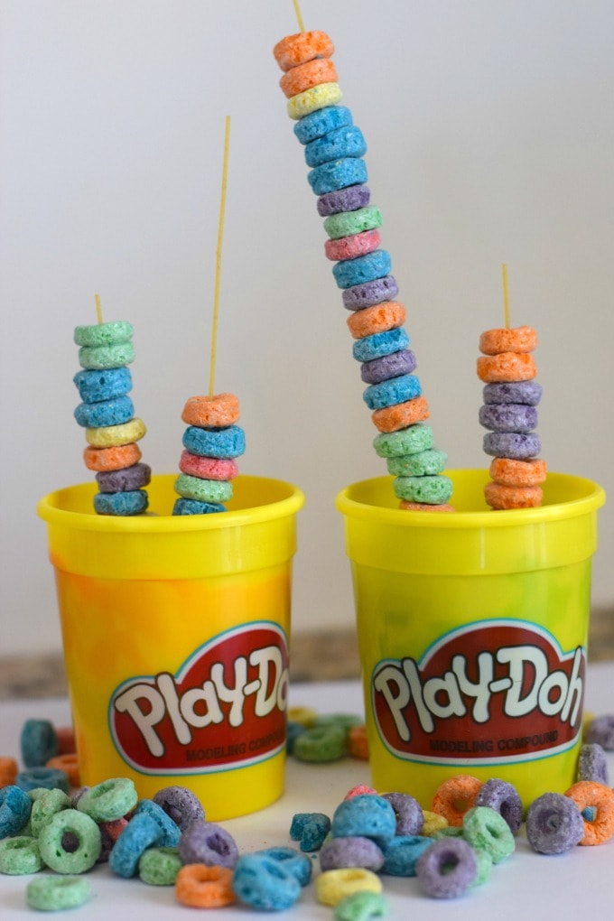 Fine Motor Activity: Stacking Fruit Loops by This Little Home of Mine